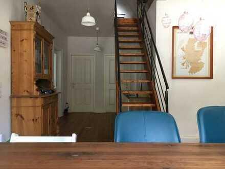 Stilvolle, sanierte 4,5-Zimmer-Maisonette-Wohnung mit Balkon, großem Garten & EBK