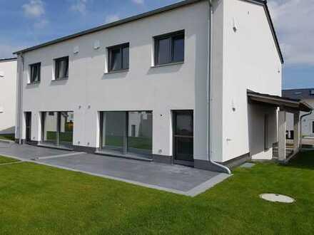 Moderne Doppelhaushälfte in Neuburg