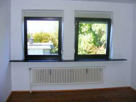 Freundliche 3-Zimmer-Wohnung mit Einbauküche in Augsburg im Bismarckviertel