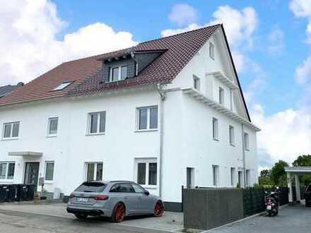 Wohnung mit EBK auf 3. Etagen mit 2 Balkonen