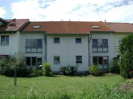 Modernes Einfamilienhaus mit angrenzender Grünfläche - 2 Terrassen und 1 Balkon - von privat