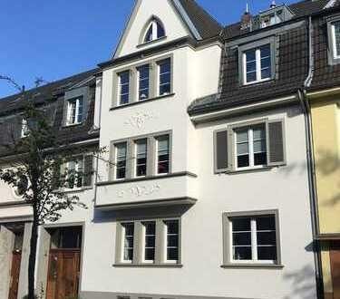 Lindenthal: Moderne Dachwohnung *teilmöbliert*Terrasse*Einbauküche*Duschbad