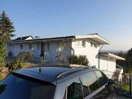 Sanierte 3-Zimmer-Penthouse-Wohnung mit Balkon in Siegburg