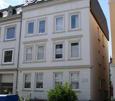 Helle 2-Zimmer-Wohnung mit Balkon und EBK in Lübeck
