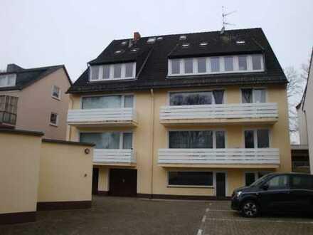 Renovierte Oberwohnung eines gepflegten Mehrparteienhauses nähe Krankenhaus Links der Weser!