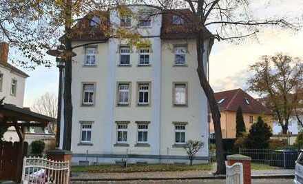 Schmuckstück mit Einbauküche im Dachgeschoss- in Dresden-Briesnitz !