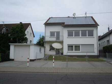 Stilvolle, gepflegte 4-Zimmer-Wohnung mit zwei Balkonen in Hofheim am Taunus