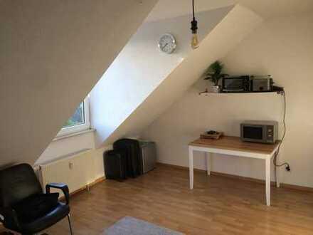 Exklusive, gepflegte 1-Zimmer-DG-Wohnung mit EBK in Dietzenbach