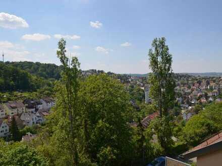 Gepflegte 3-Zimmer-Wohnung in unbebaubarer Aussichtslage mit Balkon und Einbauküche in Stuttgart