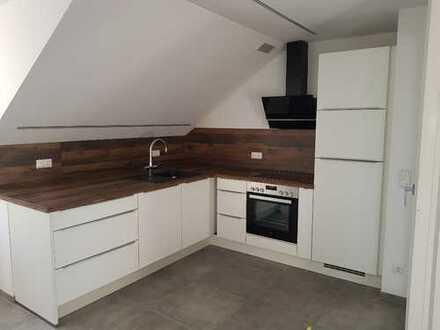 Erstbezug: schöne 2-Zimmer-DG-Wohnung mit Einbauküche und Balkon in Deggendorf