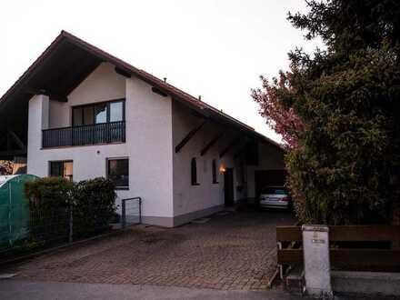 Modernisierte 4-Raum-Wohnung mit Balkon in Pörnbach