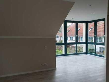 1. Helle Dachgeschosswohnung mit Wintergarten und Balkon