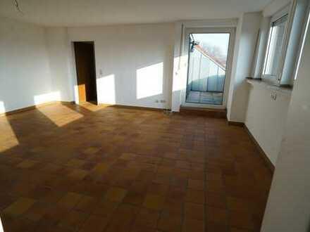 Helle 2-Zimmer-Wohnung mit Loggia und KÜCHE, Fußbodenheizung, SCHÜREN