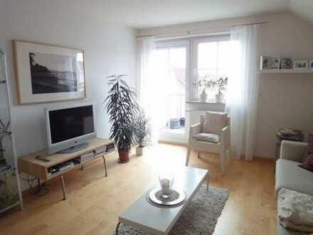 BINDLACH: Attraktive und moderne 2,5-Zimmer-Wohnung mit Balkon, EBK, TG-Stellplatz - ab 1.4!