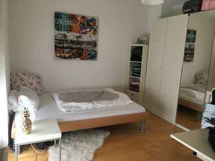 Neuwertige 1-Zimmer-Wohhnung mit Dachterrasse und Einbauküche in Stuttgart-Plieningen
