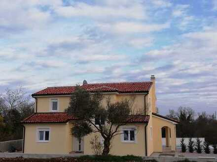 Geschmackvolles neues Haus mit 2 Wohneinheiten & Pool