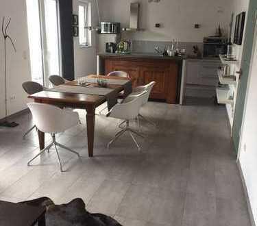 Bensberg, zentrale, moderne Ruhiglage in privater Wohnanlage, 3-Zimmer-Komfortwohnung