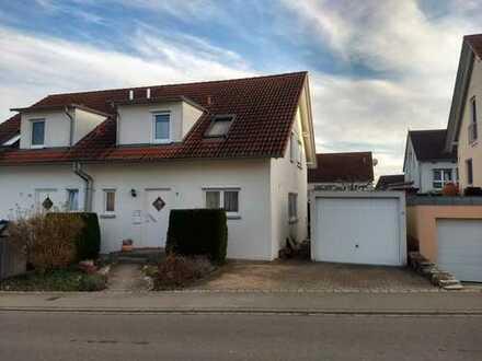Schöne DHH mit vier Zimmern und Garten in Altdorf