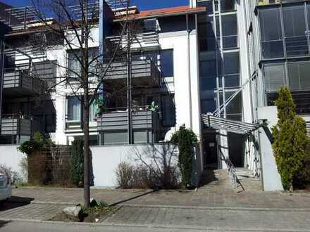 Behindertgerechte-Freundliche 2-Zimmer-Wintergarten- Garten-EG-Wohnung in Trossingen