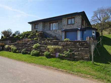 Wunderschönes und geschmackvolles Wohnhaus aus naturnahen Baustoffen mit Fernblick und PV Anlage