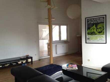 Exklusive 4,5 Zi. Dachgeschosswohnung in kl. WE / zentral und dennoch ruhig in OF-Bieber !S-Bahn!