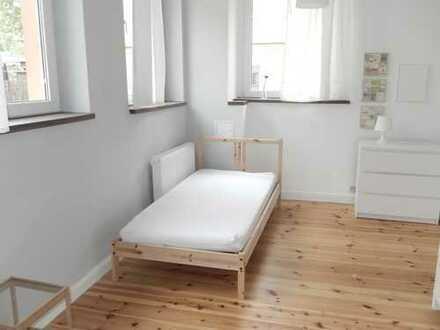 Pauschalmiete - 2 R.-Appartement mit Laminat, Mobiliar, Dusche, Küche, Bad mit Dusche.....