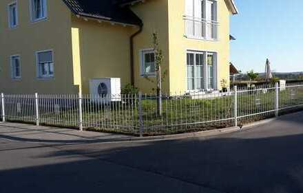 Neuwertige 5-Zimmer-Erdgeschosswohnung mit Balkon und Einbauküche in Weidenbach