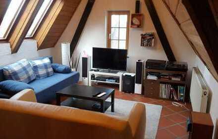 Dachbodenwohnung mit Großem Wohnzimmer und eigenem Garten