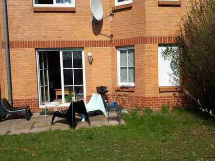 WG-Zimmer in Doppelhaushälfte, mit gr. Bad, Küche, Garten usw. frei