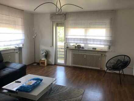 Schöne aufgeteilte und helle Wohnung mit Balkon