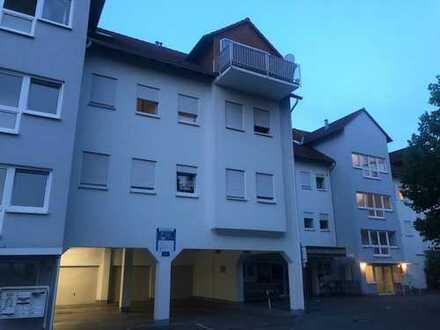 Schöne, geräumige Etagenwohnung mit drei Zimmern in Offenbach (Kreis), Obertshausen