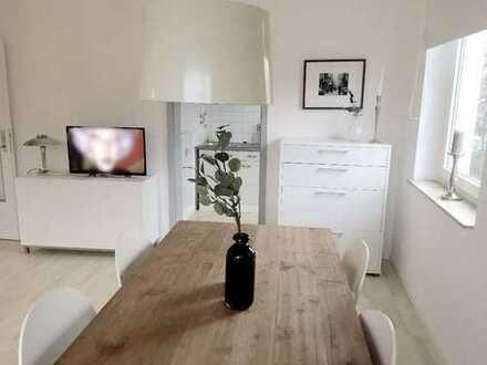 Stilvolle, möblierte 1-Zimmer-Wohnung mit Balkon und Einbauküche in Hannover