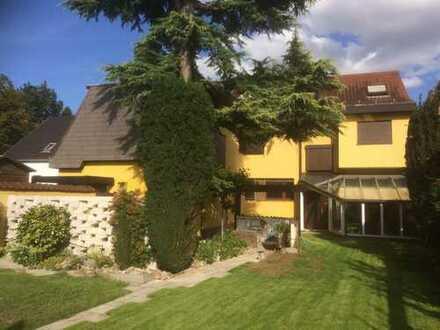 Großzügiges Einfamilienhaus mit Einliegerwohnung und traumhaftem Garten!