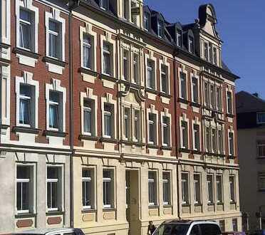 günstige Dreiraumwohnung im Dach mit EBK