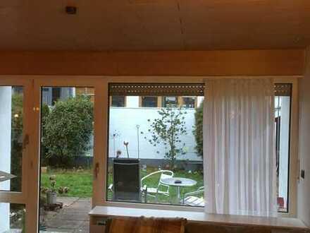 Haus & Grund Immobilien GmbH - Traumhaus mit 4 ZKB und Garten in Mosbach-Waldstadt
