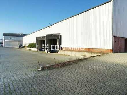 Helle Lager- und Produktionshalle mit zwei Ladebrücken und Büroflächen