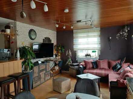 Schöne helle 4-5 Zimmerwohnung (99 m²) mit Traumaussicht und Balkon
