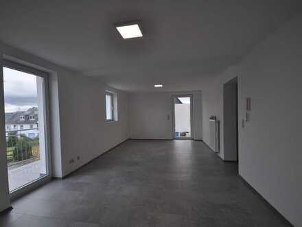 Grundrenovierte 3 Zimmer/Balkon/ große Gemeinschaftsterrasse