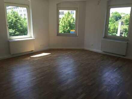Sanierte 4-Raum-Wohnung mit Balkon und Einbauküche in Kassel
