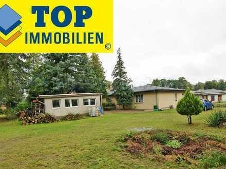 Geräumiger Bungalow + Einliegerwohnung + Nebengebäude + großes Grundstück. (4579a)