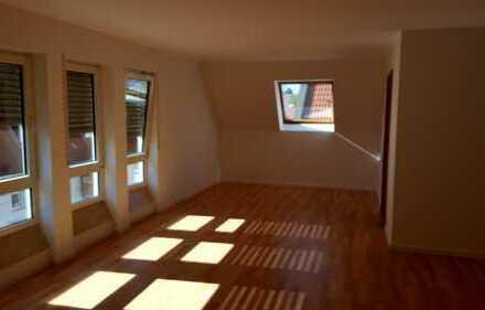 Schöne, geräumige drei Zimmer Wohnung über zwei Etagen in Darmstadt, Bessungen