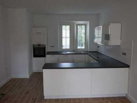 Hösel 1-2 Individualist(en) gesucht für große 2,5 Zi. Luxuswohnung mit 40m² Dachterrasse!