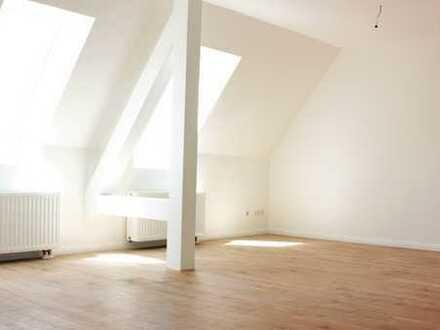 ***Wunderschöne, helle, neu renovierte Dachgeschosswohnung mit EBK in Böhlitz-Ehrenberg***