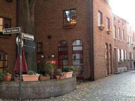 Traumlage in Düsseldorf-Kaiserswert / Charmante Maisonette-Wohnung mit Einbauküche