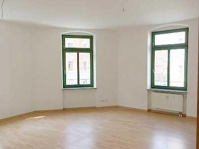 meine erste Wohnung - mit Laminat und Bad mit Wanne