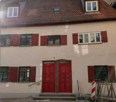Erstbezug nach Sanierung: schöne 5,5-Zimmer-OG-Wohnung in Nördlingen mit Dachterrasse