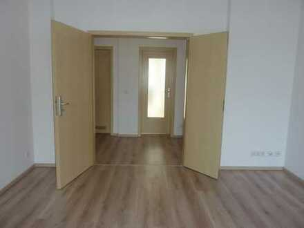 """""""Die hat was!"""" - Tolle geräumige 1-Raum mit Balkon und schickem Laminat (Abkauf EBK mgl.)"""