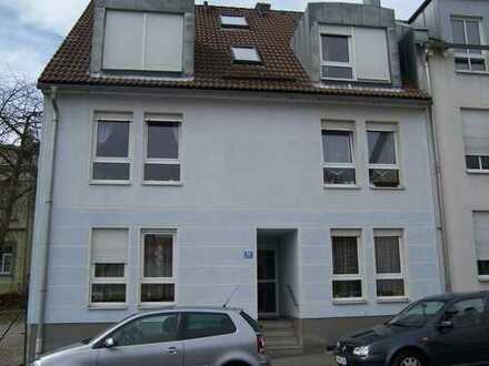 Plauen: 5-Zimmer-DG-Maisonette-Whg., mit Küche, 1 Bad mit Wanne, 1 Bad mit Dusche und 2 Balkonen.