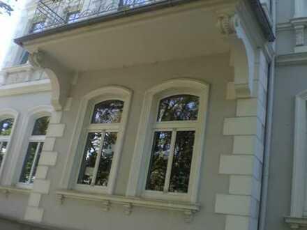 Preiswerte, gepflegte 5-Zimmer-Wohnung mit Balkon und EBK in Bad Oeynhausen