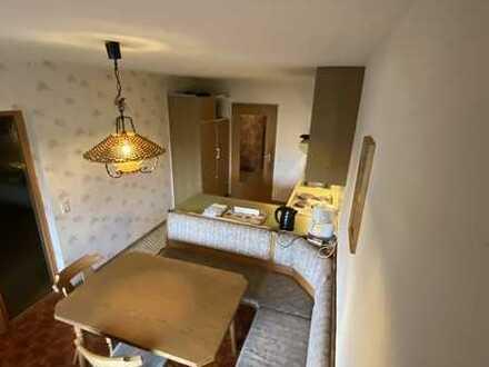 Gepflegte Wohnung mit drei Zimmern sowie Balkon und Einbauküche in Sersheim